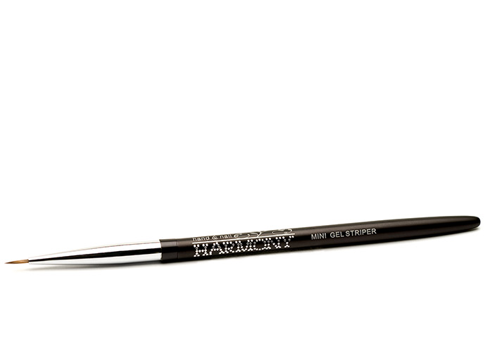 Mini Gel Striper Brush - Ideal for creating finer details on all forms of artwork.